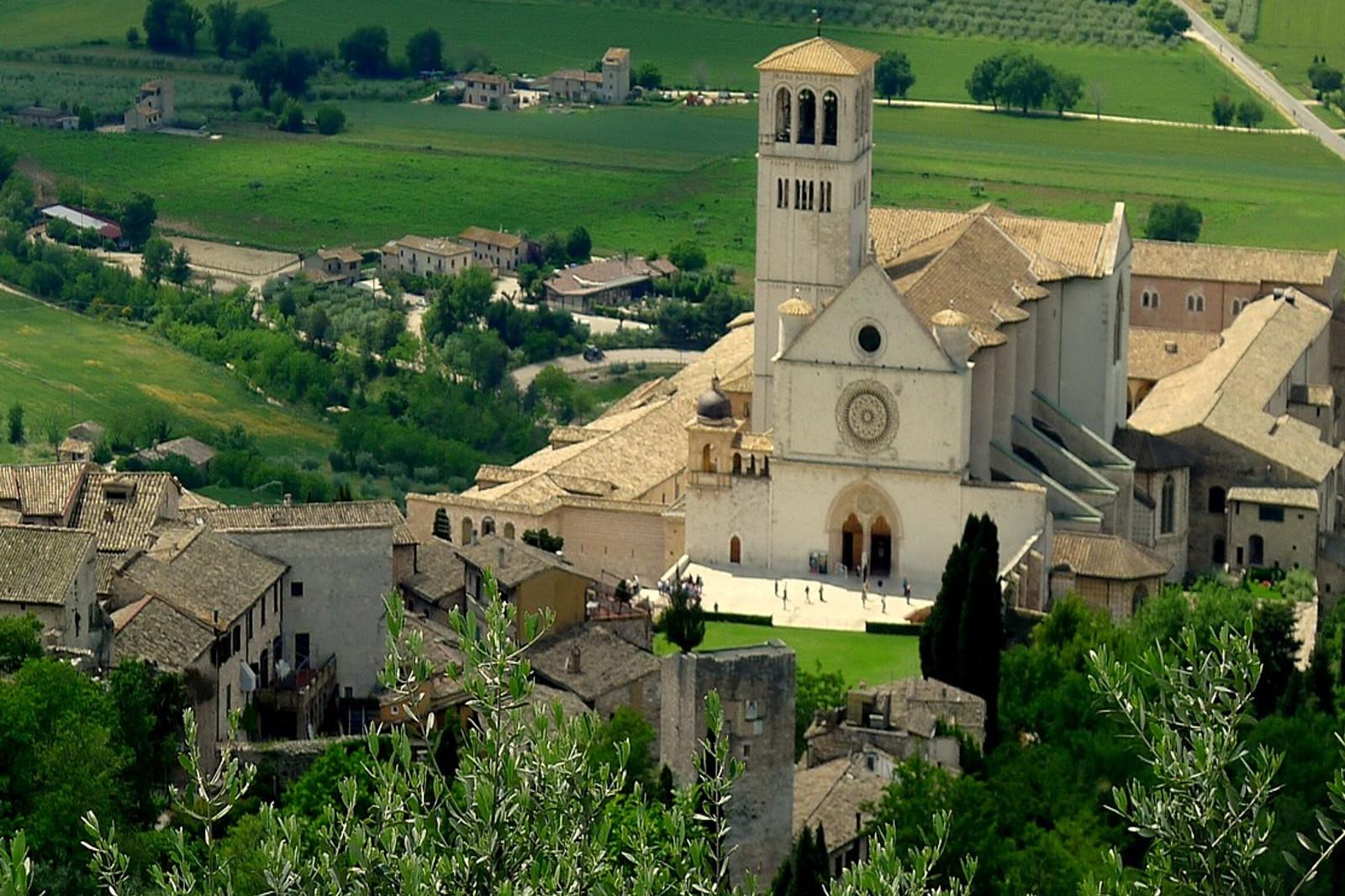 viaggio-assisi-san-francesco-ricciardi-group-agenzia-viaggi-sassari-3